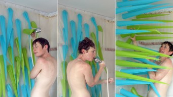 Shower Curtain Lets Bathers Know It's Time to Get Out