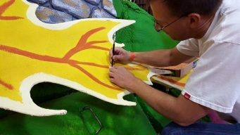 Rose Parade Floats: Volunteers Pitch In