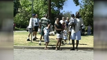 O.J. Simpson Trial: Crowds Gather