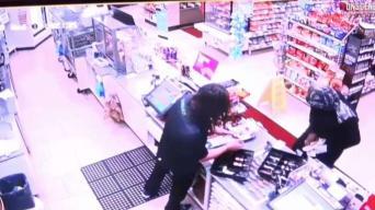 Calm Clerk Hands Over Cash in 7-Eleven Heist
