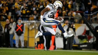 Chargers Pull Off Comeback, Beat Steelers 33-30 on Late Field Goal