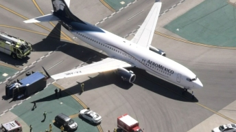Eight Hurt When Plane Collides With Truck on LAX Taxiway