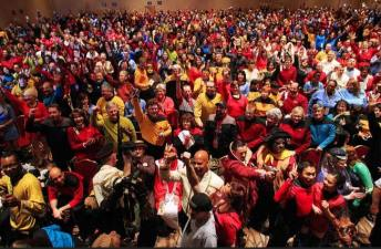 "Vegas Con: 1000+ People in ""Star Trek"" Costumes"