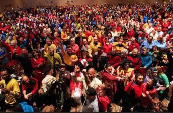 "Vegas Con: 1000+ People in ""Star Trek"" Costumes"