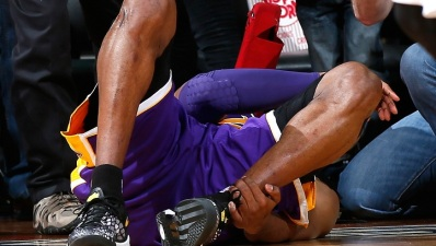 Lakers Lose To Hawks, Kobe Bryant Injured