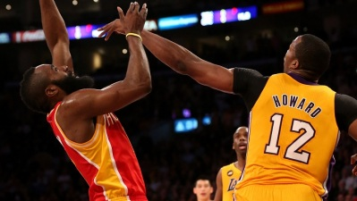 Dwight Howard Leads Lakers To Defense