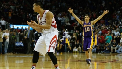 Lakers Beat Dwight Howard's Rockets