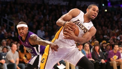 Lakers Beat Kings, Play With Balance