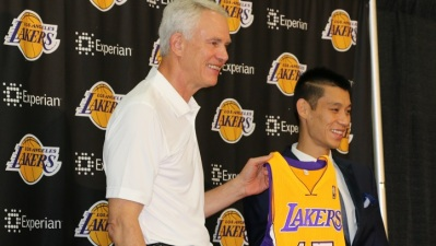 Jeremy Lin Wearing Lakers' No. 17
