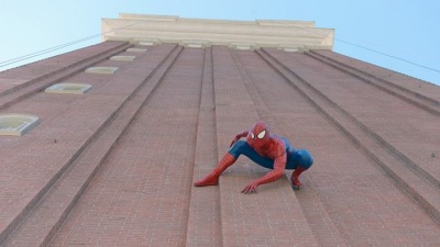 Sin City Spiderman: Hero Seen on Venetian's Tower
