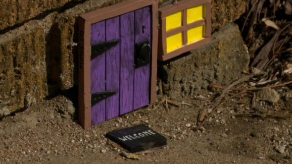 Mouse Doors Popping Up In Minneapolis & Mouse Doors Popping Up In Minneapolis - NBC Southern California