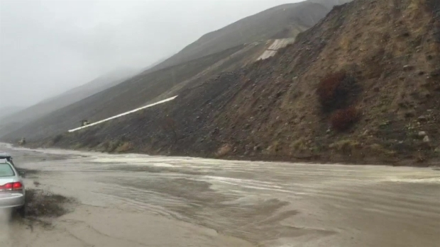 [LA]Raw Video: Storm Floods 101 Freeway Near Ventura