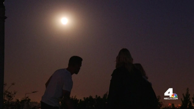 [LA] Big Crowds Turn Out at Griffith Observatory for Blood Moon