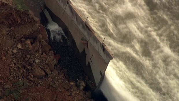 RAW: Oroville Dam's Main Spillway Eaten Away by Erosion