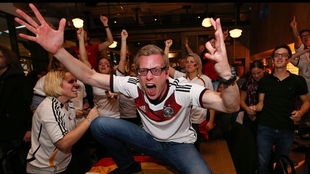 [NATL] Must See: Crazy Fans at the World Cup