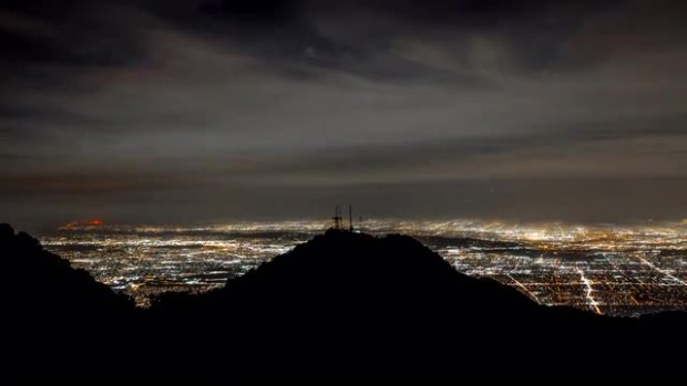 Time-Lapse Video: Anaheim Hills Fire as Seen From Mount Wilson