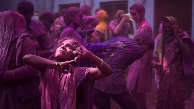 PHOTOS: A Springtime Festival of Colors in India and Beyond