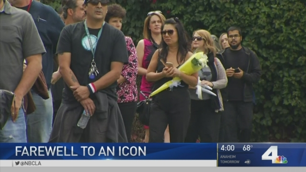 [LA]A-Listers Pay Respects at Funeral of Chris Cornell