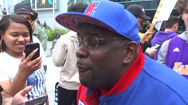 [LA] Clipper Darrell Shows Up at a Lakers Fans Protest