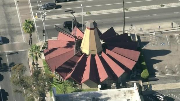 [LA] Windmill Blade Falls Onto Denny's Restaurant