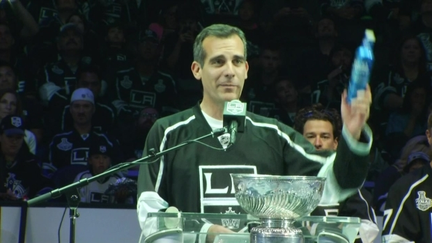 [LA] Raw Video: LA Mayor Drops F-Bomb at Kings Rally
