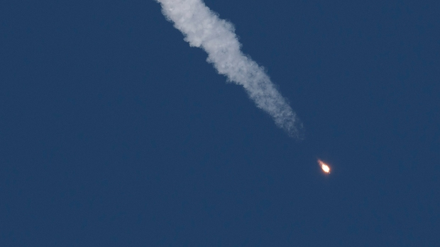 [NATL] 2 Astronauts Safe After Rocket Fails During Launch