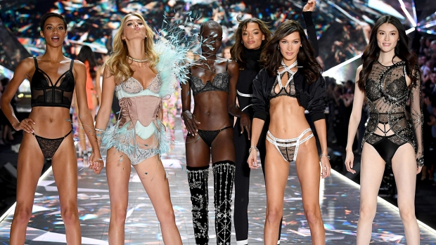 [NATL] Hottest Looks From the 2018 Victoria's Secret Fashion Show