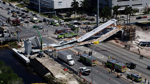 [NATL-MIA-G] Cars Crushed in Pedestrian Bridge Collapse Near FIU