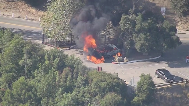 [LA] Tour Bus Catches Fire in the Hollywood Hills