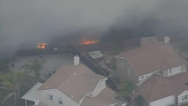 [LA] Raw Video: Jameson Fire Threatens Homes in Inland Empire