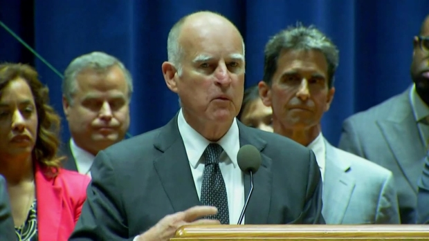 [LA] Gov. Jerry Brown Signs Minimum Wage Bill