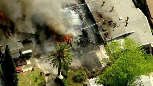 [LA] RAW VIDEO: Fire Burns Two Koreatown Houses