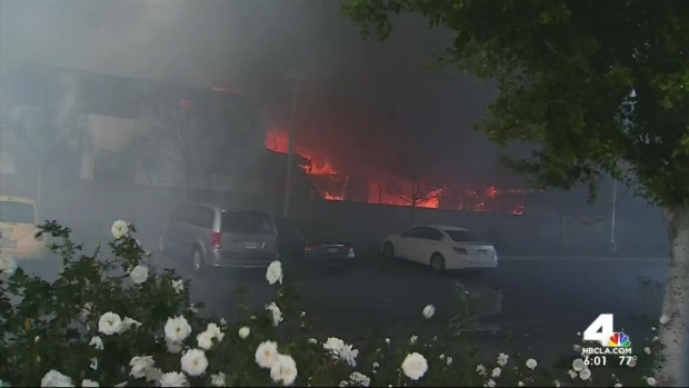 [LA] Large Fire Consumes Vacant Two-Story Motel