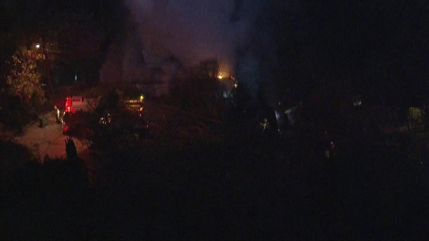 [LA] Raw Video: Fire Severely Damages Mt. Washington Home