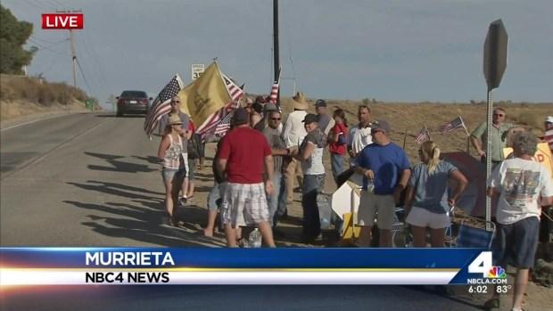 [LA] Demonstrators Await Arrival of Undocumented Immigrants