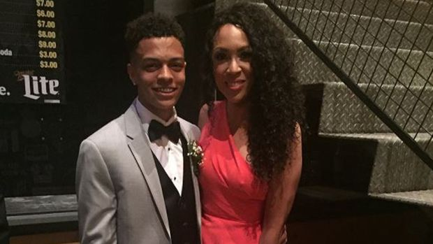[NATL] Ohio Teen Takes Mom to Prom to Show Appreciation