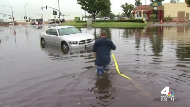 [LA] Powerful Downpour Floods Ontario Streets