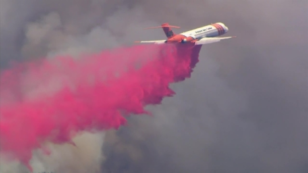 [LA] RAW: Air Tankers Attack OC Brush Fire