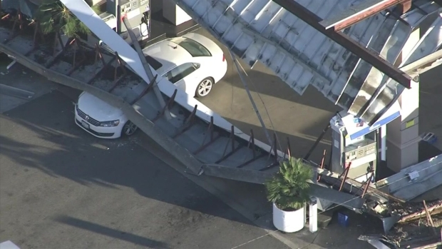 [LA] Raw Video: Gas Station Canopy Collapse
