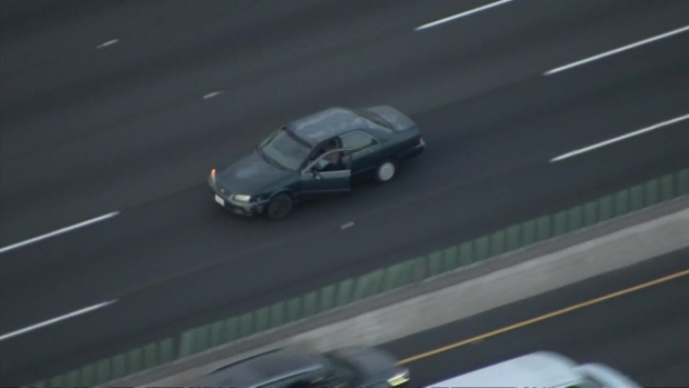 [LA] Pursuit Driver Opens Dooor on Freeway