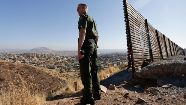 [NATL-NECN] Sheriff Offers to Send Inmates to Build Border Wall
