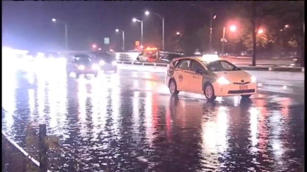 [CHI] Deluge Floods Chicago-Area Expressways