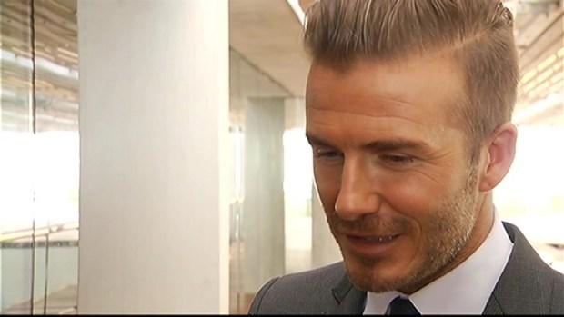 [MI] David Beckham Speaks With Christina Hernandez
