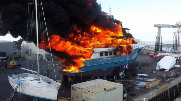 [DGO]Yacht Smoldering Hours After Fire