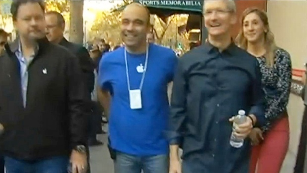 [BAY] RAW VIDEO: Apple CEO Tim Cook Makes Surprise Visit in Palo Alto