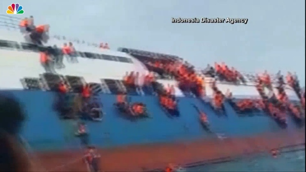 [NATL] Dramatic Footage Shows Ferry Sinking in Indonesia
