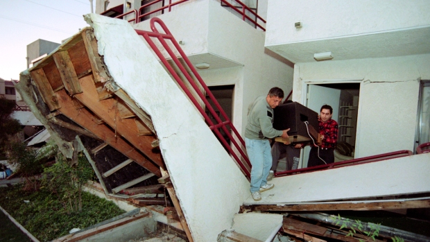 24 Years Ago, the Northridge Earthquake Jolted Los Angeles: The First Day in Photos