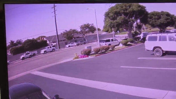 [LA STRINGER] Video Shows Small Plane Landing on Huntington Beach Street