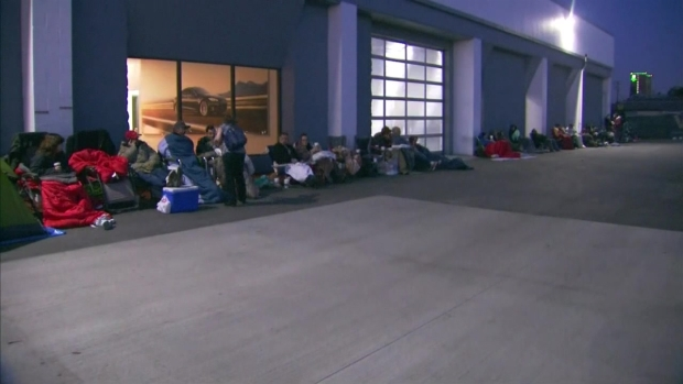 [LA] Time Lapse: Tesla Fans Line Up in Burbank