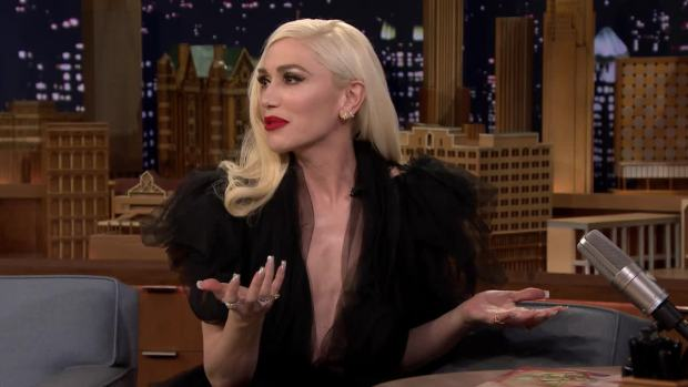 [NATL] 'Tonight': Gwen Stefani's Favorite Christmas Tradition Involves Gift Wrapping Her Home